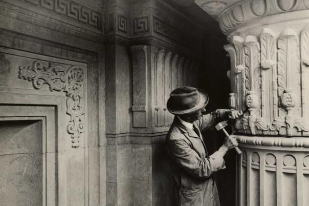 Stonemason working on pillar during construction of Freemasons' Hall.