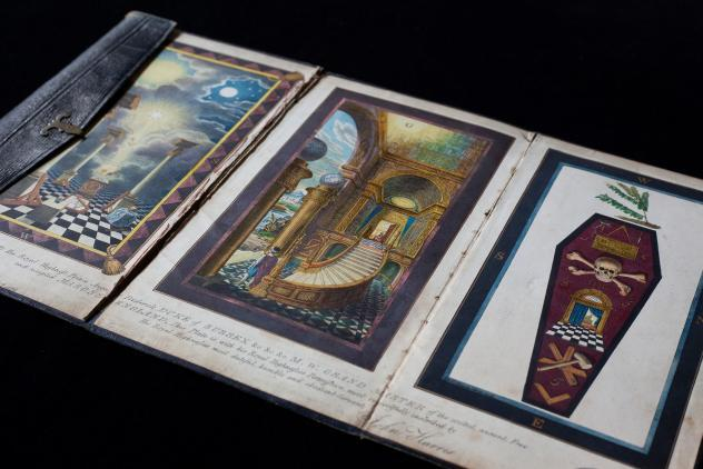 Harris miniature tracing board ©Museum of Freemasonry